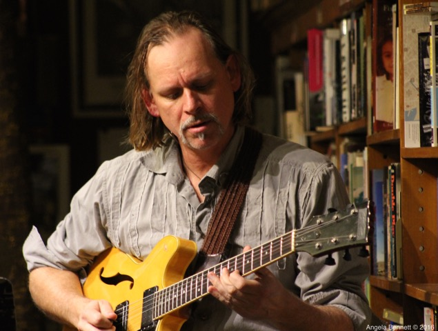 <strong>Friday, September 21st – 5:30-8:00 pm<br />The Scott Foster Quartet<br><em>jazz in the bookshop</em>,<br> every Friday since October 2002!<br />$10 suggested donation–what a bargain!</strong>